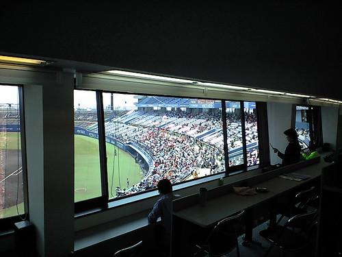 記者席から見たスタンド@2009マンダリンパイレーツホーム開幕戦_ブロガー特別観戦ツアー_坊ちゃんスタジアム