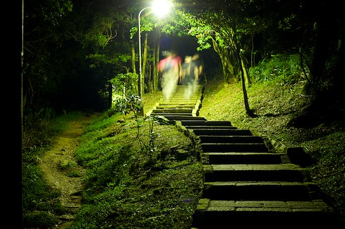 The trails are well lit, but a taking a flashlight is recommended.