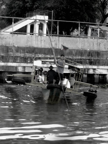 The old boat ride that brings people from Macati to Mandaluyong