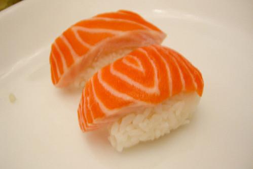 sushi salmon nigiri