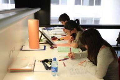 Alumnos estudiando - Universidad de Navarra
