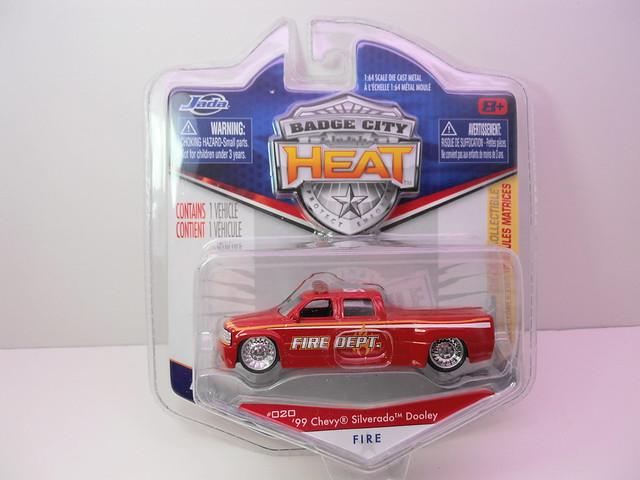 jada toys badge city heat wave 2 '99 chevrolet silverado dooley fire (1)