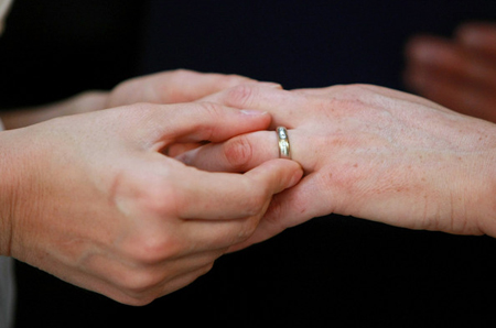 Same-sex couple Lyons and Franklin exchange rings