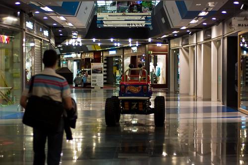 La soledad de un centro comercial (II)