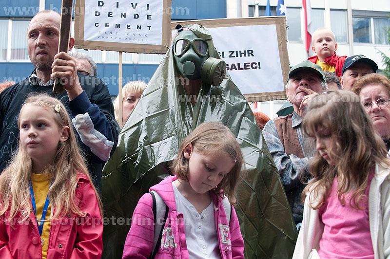 eco protest zasavje against Lafarge cement factory 20090624_8528