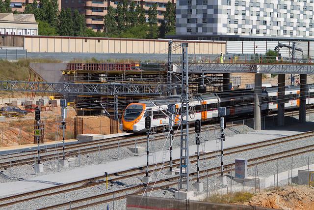 Obras Metro Linea 9 -  Construyendo puente alternativo al Pont del Treball - 23-05-11