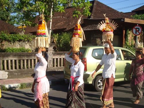 Women carrying offerings