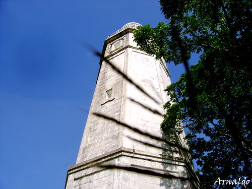 The best known landmarks in Lilo-an is its historic lighthouse at Bagacay Point