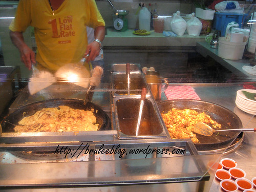 Gurney Drive Hawker Centre - oyster omelettes