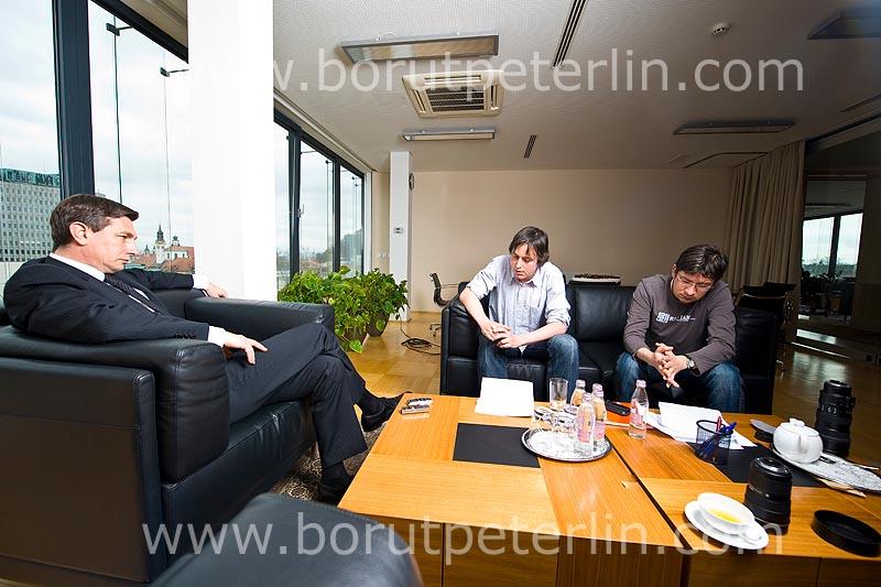 Borut Pahor_Jure trampuš in Grega Repovz