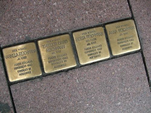 Reeperbahn memorials