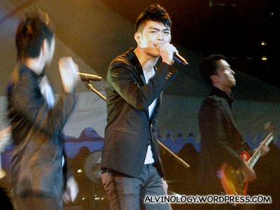 Royston Tan singing together with Chou Pi Jiang