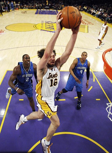 Pau Gasol mata ante Dwight Howard