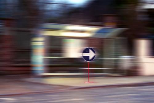 Don't Stop, don't wait (abribus) - Photo : Gilderic