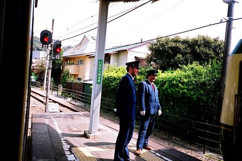 [江ノ電]一往一來,兩車靠岸