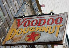 Enseigne de Voodoo Doughnut