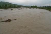 Il fiume Tronto in piena, fotografato a Pagliare del Tronto