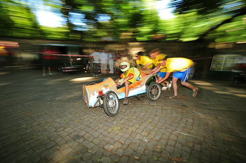 Tollkühne Jungs in klapprigen Kisten zum Saloppe-Seifenkistenrennen, Foto: realname