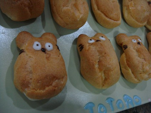 Totoro cream puffs by Cindy, Image received on 4/21/2009
