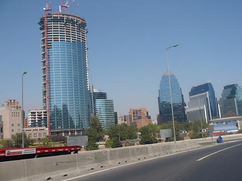 el símbolo del momento q vive Chile ahora mismo: la torre Titanium la Portada