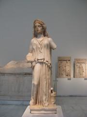 Statuette of a priestess, AD 230-250.