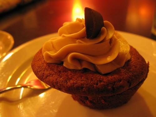 peanut butter & maple cupcake