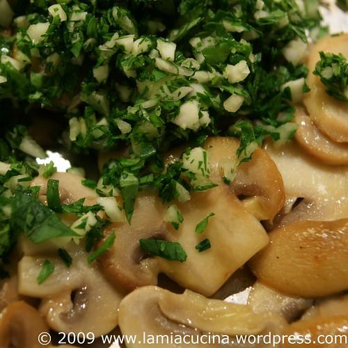 Pilze und Petersilien-Knoblauch