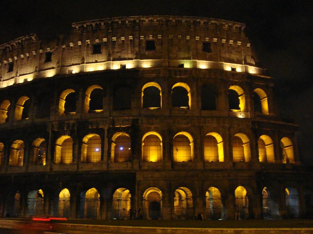 Coliseo, por la noche