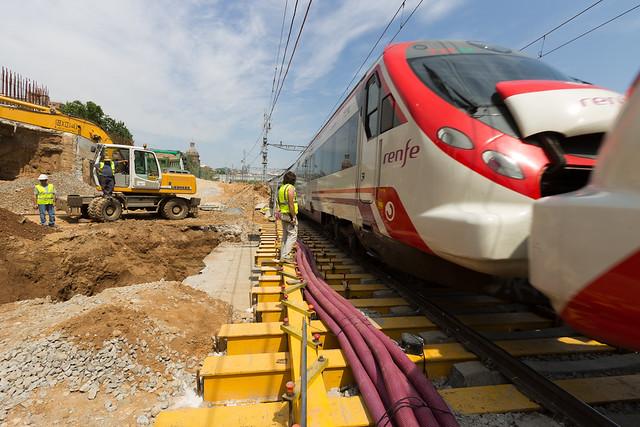 Cajón hincado en Triangle Ferroviari - Mientras se realizan los trabajos el tráfico ferroviario no para - 12-05-11