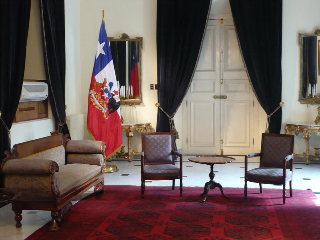 Salón de recepciones y bandera presidencial
