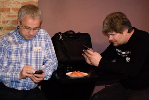 Bruno en Maarten twitteren er samen op los