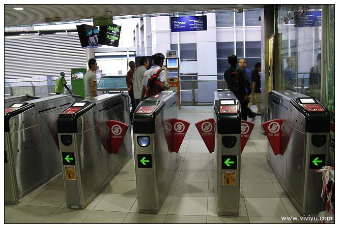 [2014吉隆坡]馬來西亞跨年趣~LCCT搭車教學&手機上網&輕軌電車如何搭 @VIVIYU小世界