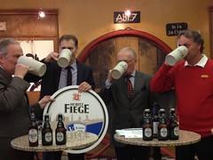 Prost. Der VfL Bochum und Moritz Fiege verlängern ihre Partnerschaft bis 2016