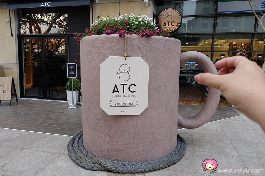 [台中.美食]禮客Outlet一樓.ATC咖啡~比人高的超大馬克杯.超吸睛.IG最佳拍照點 @VIVIYU小世界
