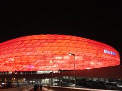 Die Allianz Arena von außen beim Spiel des FC Bayern München gegen Borussia Mönchengladbach 2