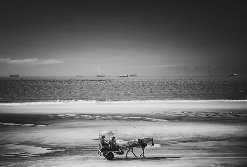 Uma paisagem diferente na Praia do Calhau .  São Luís, Maranhão