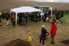 "West Kennet dig, 2014 • <a style=""font-size:0.8em;"" href=""http://www.flickr.com/photos/96019796@N00/14848422756/"" target=""_blank"">View on Flickr</a>"