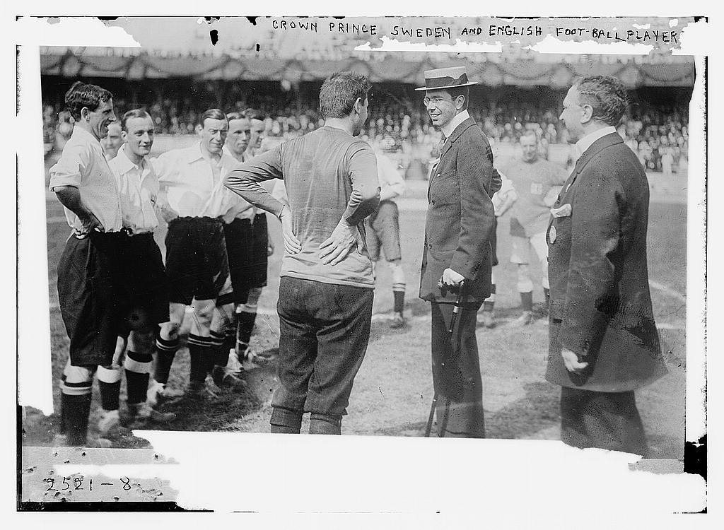 Crown Prince Sweden and English football players (LOC)