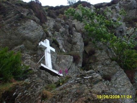 20080619-10r_Memorial cross-Fleetwith Pike by gary.hadden