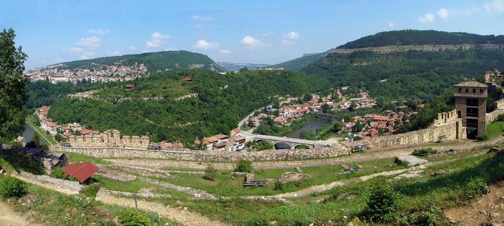 rio Yantra vistas desde muralla Fortaleza de Tsarevets Veliko Tarnovo Bulgaria 03
