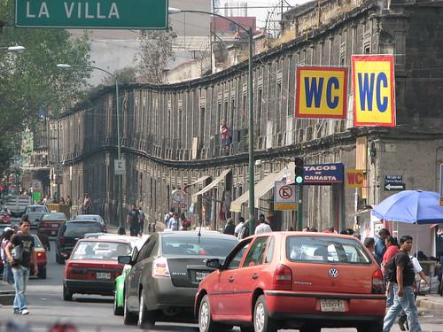 Línea de casas hundiéndose en Ciudad de México - CC Avi Dolgin