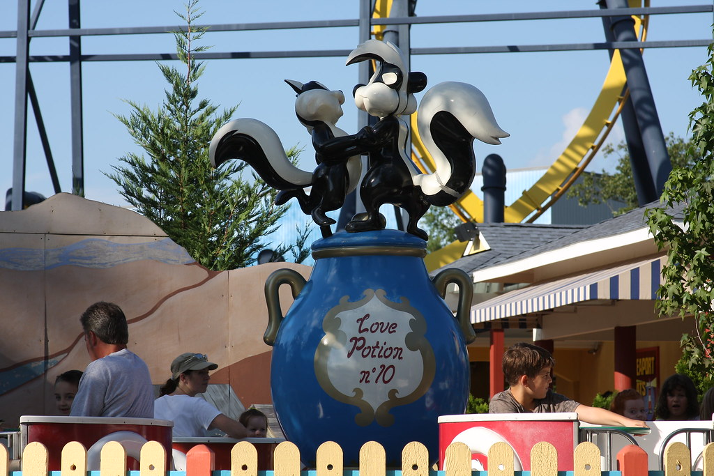 Love Potion No. 10 at Six Flags Great Adventure theme park