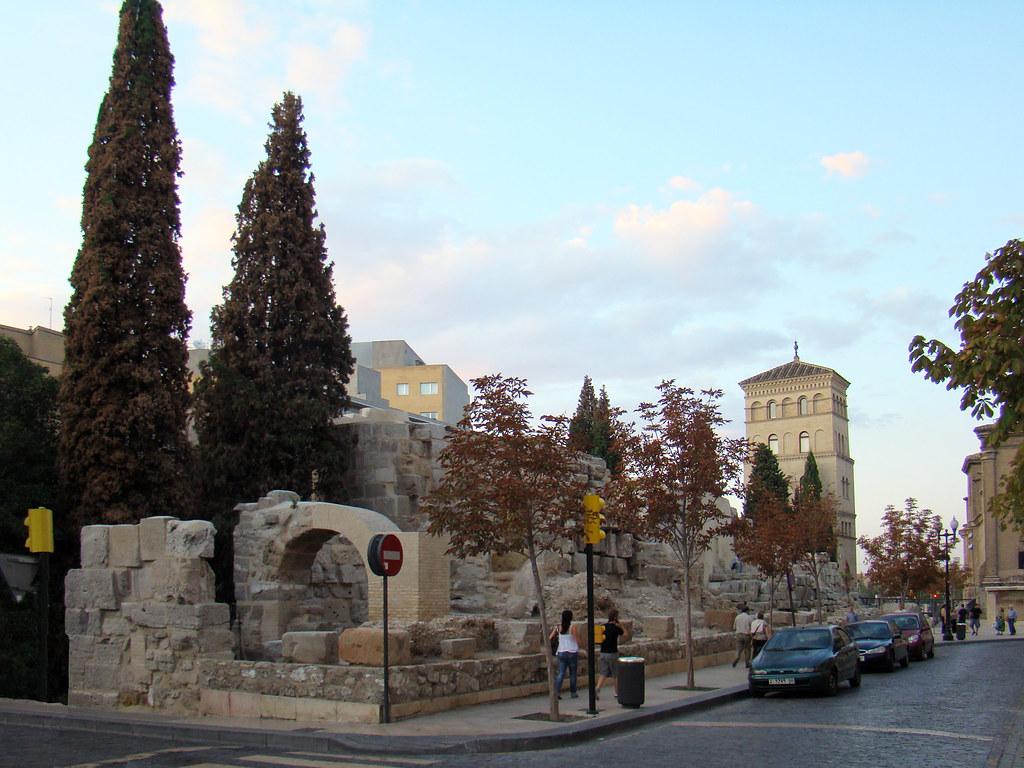 Muralla Romana y torreon de La Zuda Zaragoza 03
