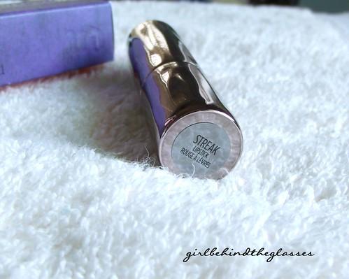 UD Revolution Lipstick Streak2