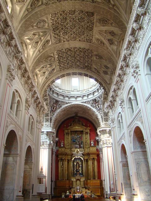Zaragoza nave central altar mayor boveda Iglesia de San Ildefonso o de Santiago el Mayor 03