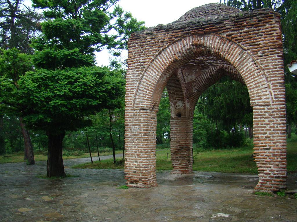 arco exterior Tumba de Seuthes III en tumulo Golyama Kosmatka Kazanlak Bulgaria 52