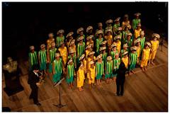 Apresentação do Coral Encanto de Olinda no Teatro Santa Isabel, em junho de 2011, que contou com a participação do Maestro Spok. Foto: Ádria de Souza/Pref.Olinda