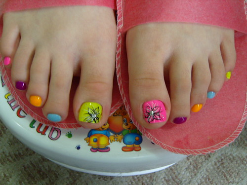 toe nail design colorful