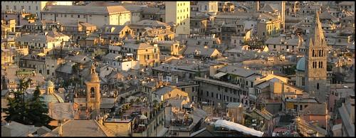 Genova tutta tetto. Macerie. Castelletto.