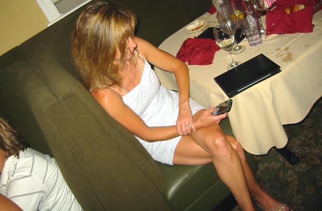20080807 - Family Dinner at Bethany Beach - 164-6413 - Kim - cell phone